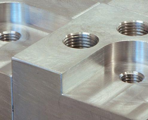 Comptoir avec métaux perforés